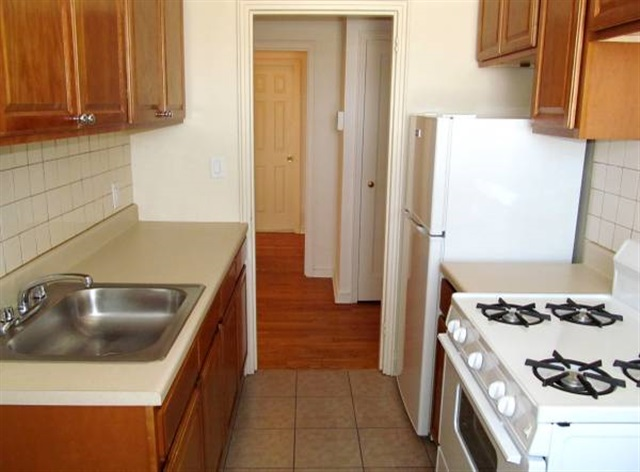 Large 1BR Clifton